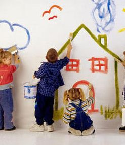 ninos-pintando